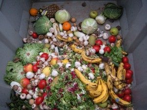 1280px-Trashed_vegetables_in_Luxembourg-300x225