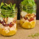 Saláta befőttes üvegben