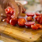 A konyhai eszközökkel szennyeződhetnek az élelmiszerek