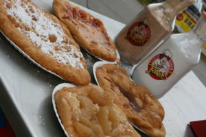 1280px-Fried_Dough_Toppings